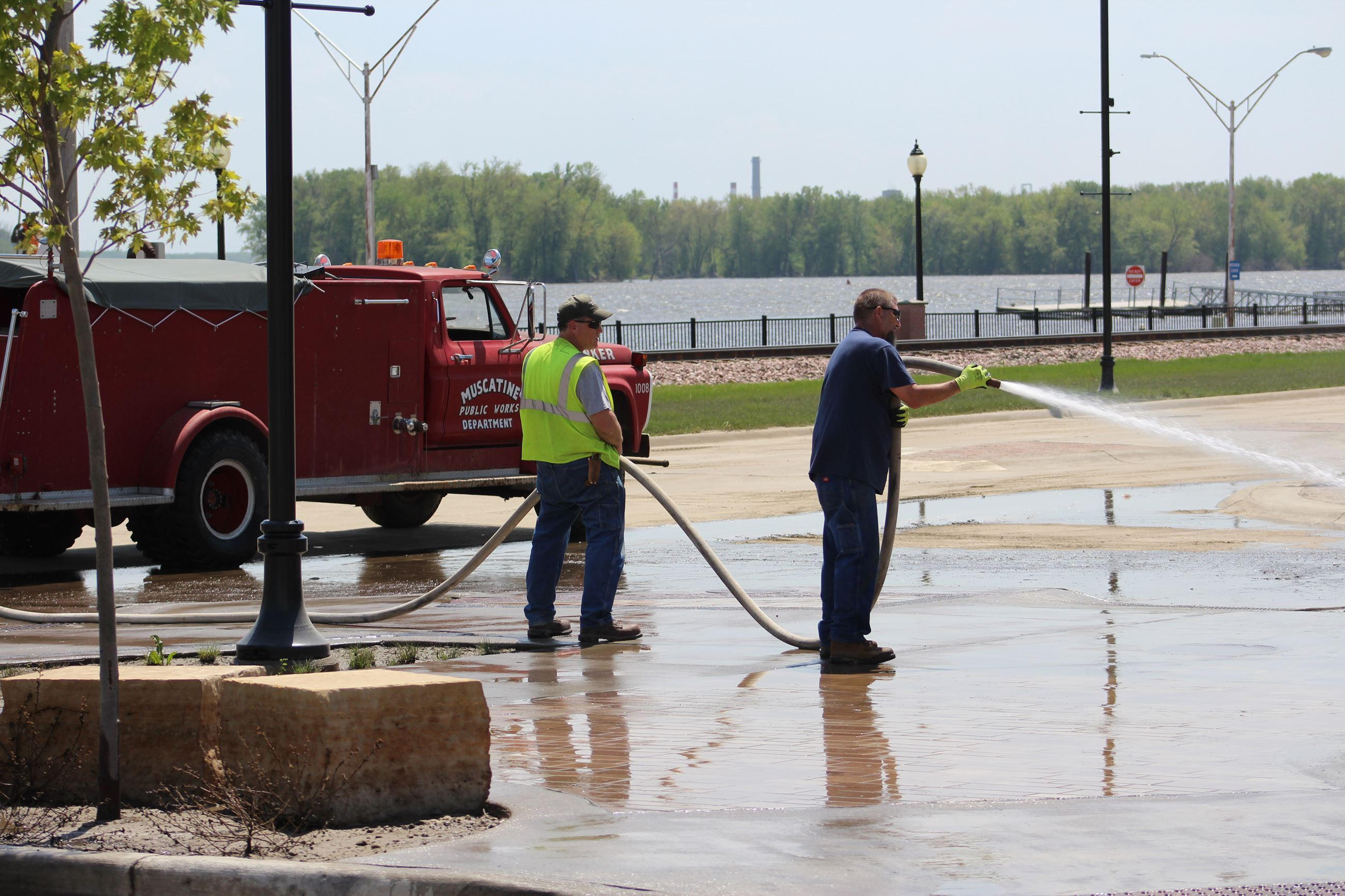 DPW staff spray down Sycamore intersection on May 16, 2019 (JPG)