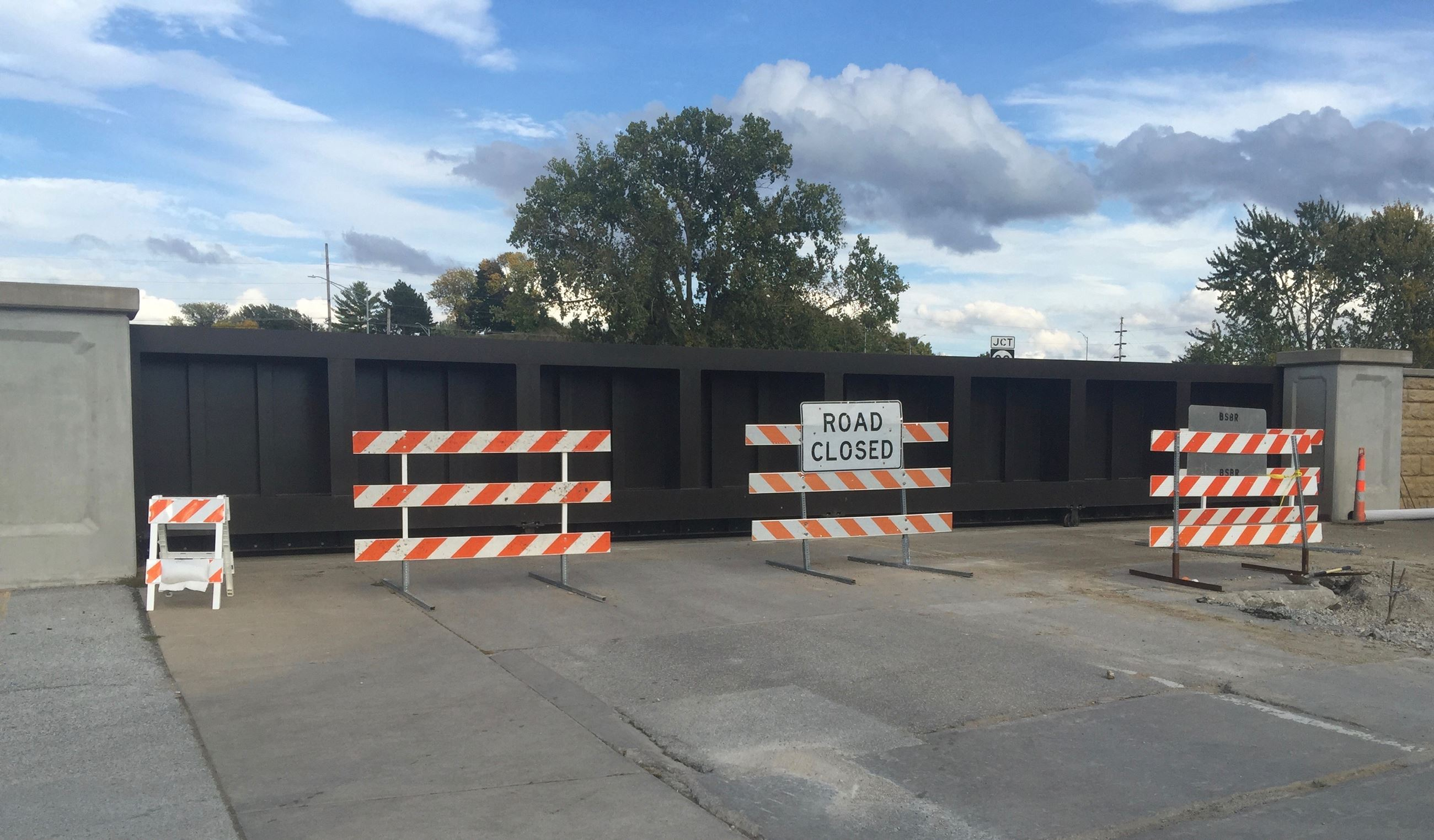 10/09/2018 Flood Wall Closed