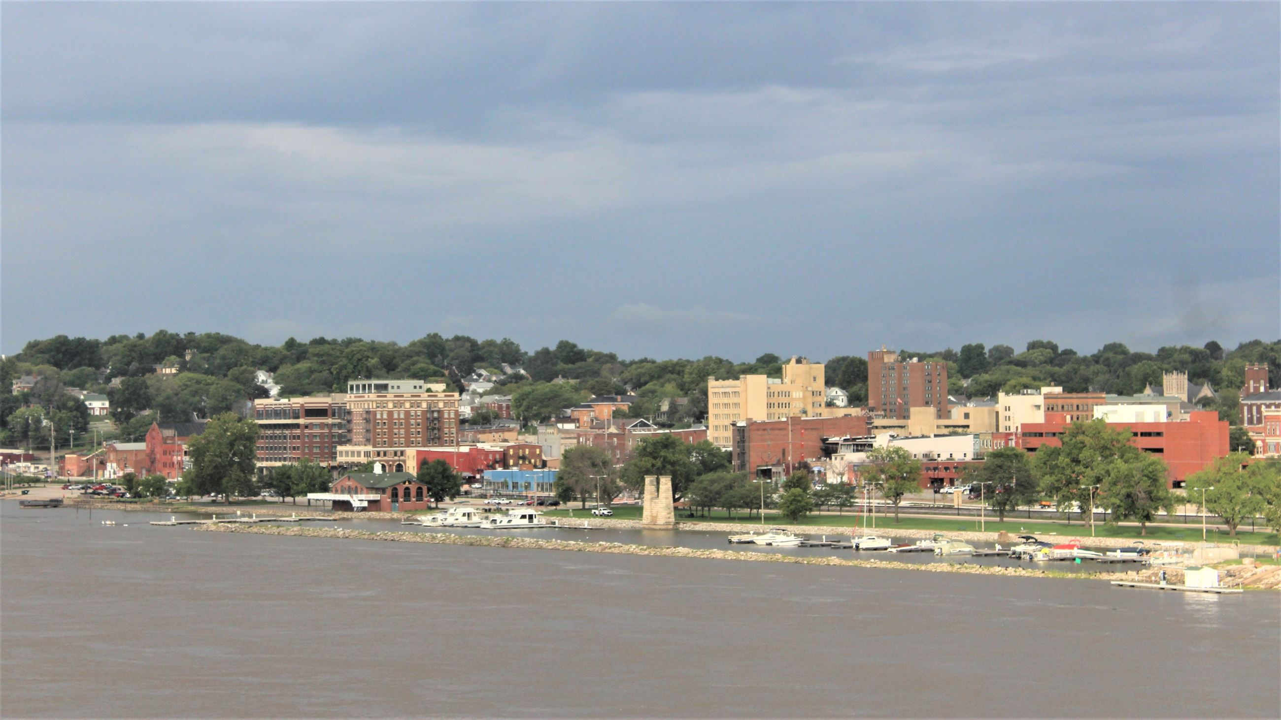 090518 Downtown Muscatine from Beckey Bridge (JPG)
